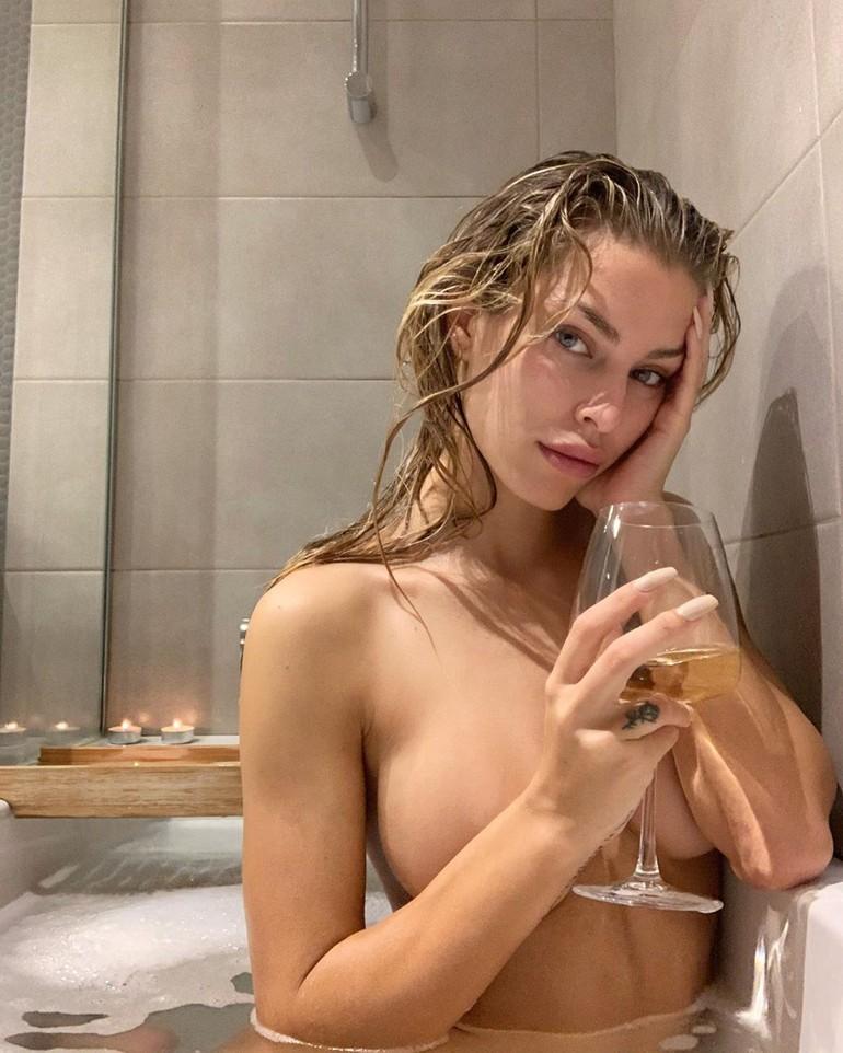 GoicoecheaHot woman in the shower