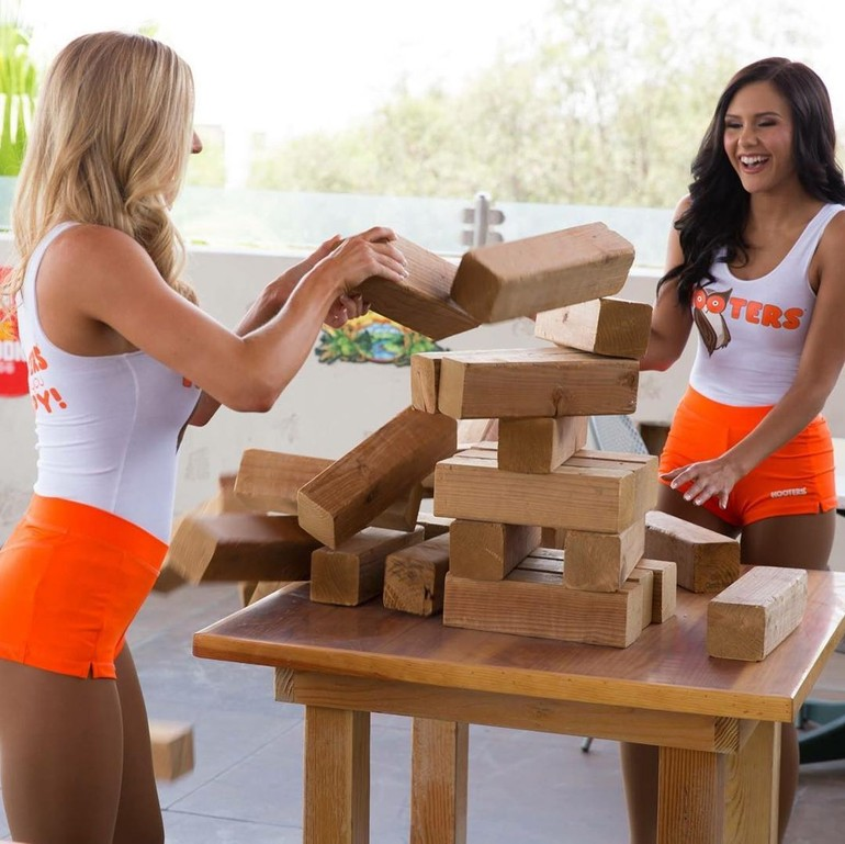 hooters girl images