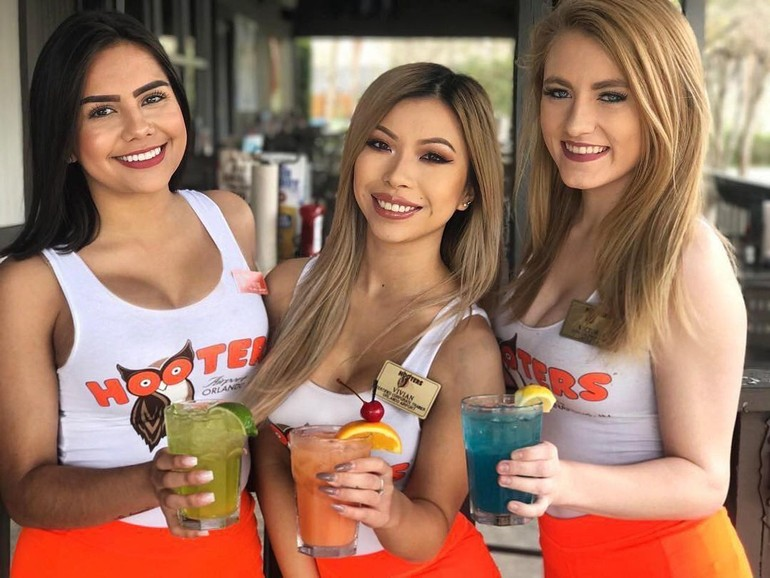 sexy hooters babes
