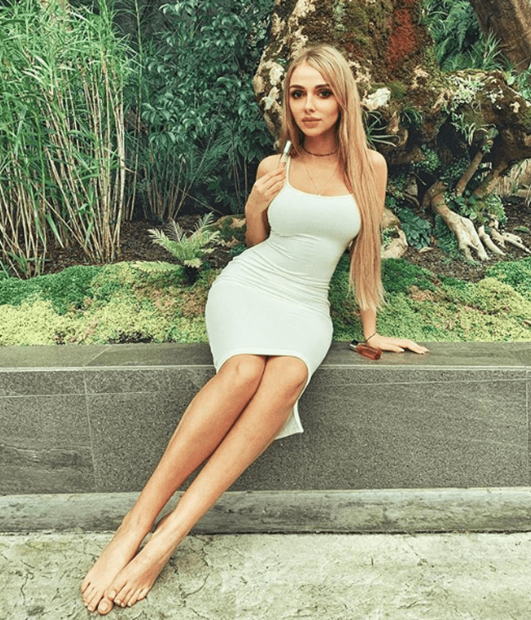 Weronika Heck in tight dress