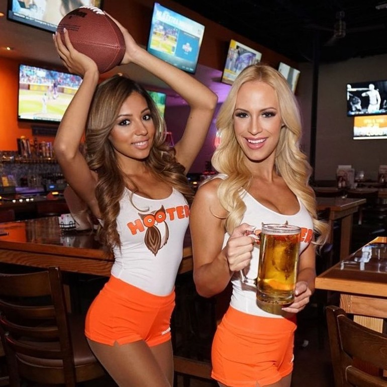 hot hooters babes