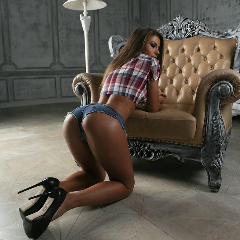 Daria Shy in high heels